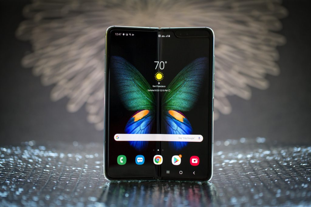 samsung galaxy fold 15 1024x683 1 - Samsung Galaxy Fold vs Microsoft Surface Duo